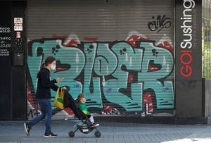 «Al borde del desastre»: Europa combate avance del COVID